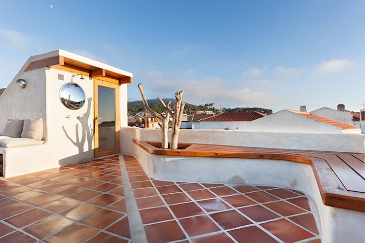 Balcon, véranda et terrasse de style rustique par le studio de quintela Pedro Country