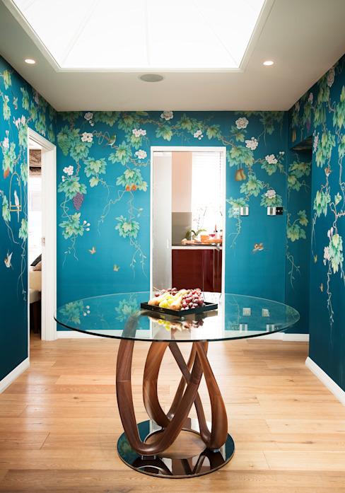 Couloir, couloir et escaliers de style éclectique de Kensington & Chelsea par Matteo Bianchi Studio Eclectic