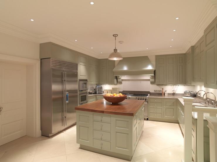Chelsea Kitchen conçue et réalisée par Tim Wood : classique par Tim Wood Limited, Classique