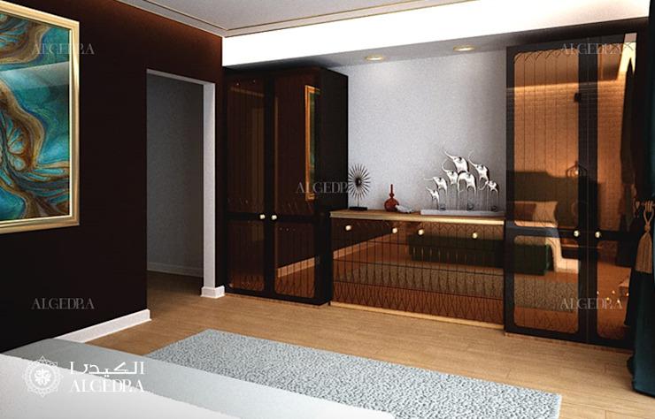 Décoration intérieure d'une chambre à coucher de villa moderne par Algedra Interior Design Modern