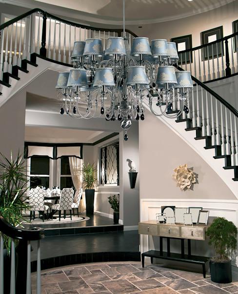 grand lustre de luxe à double étage Luca décoré de cristaux Swarovski Couloir, couloir et escalier de style classique Lustre de luxe Classic Cuivre/Bronze/Bras