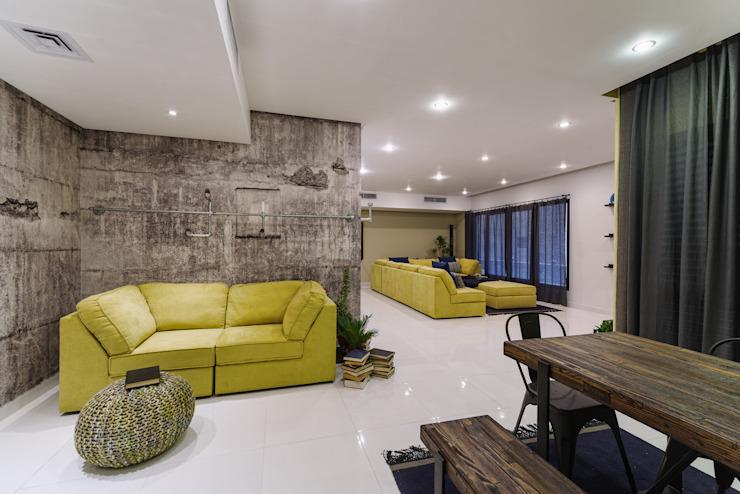 Salon industriel Couloir, couloir et escaliers de style industriel par Aorta : le cœur de l'art Industriel Bois massif multicolore