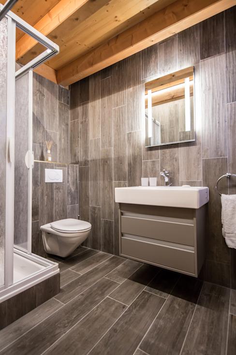 Salle de bain Salle de bain de style rustique par Prestige Architects Par Marco Braghiroli Rustic