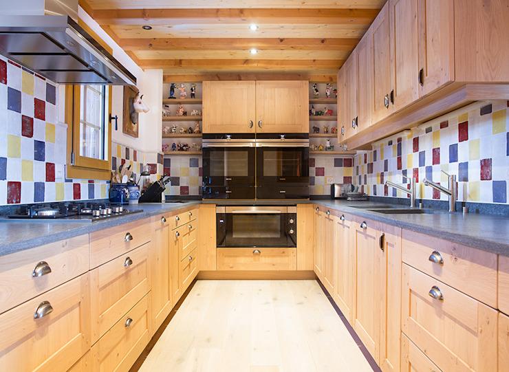 Cuisine Cuisine de style rustique par Prestige Architects Par Marco Braghiroli Rustic