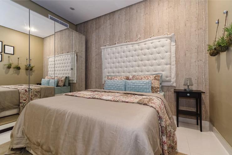 La chambre beige Chambre à coucher de style classique par Aorta : le cœur de l'art classique