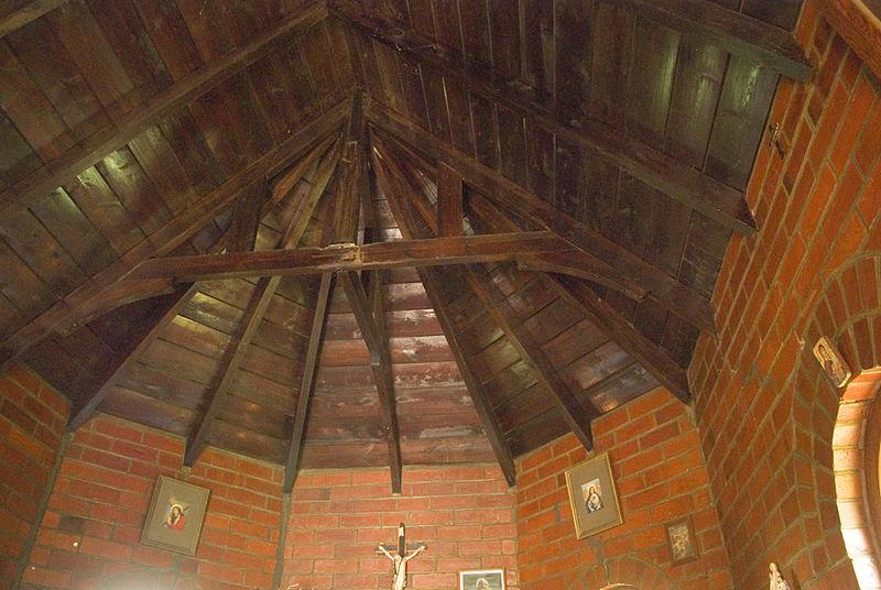 Plafond en poutres de bois