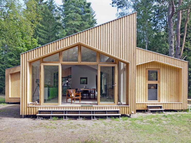 Revêtement extérieur en bois par Facit Homes Modern