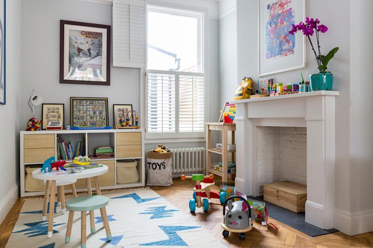 Maison en terrasse du nord-ouest de Londres, style classique, chambre d'enfant par VORBILD Architecture Ltd. Classique