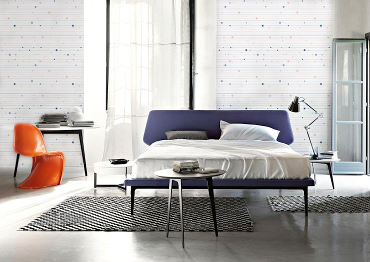 Chambre à coucher minimaliste de Pixers Minimaliste à rayures et à carreaux