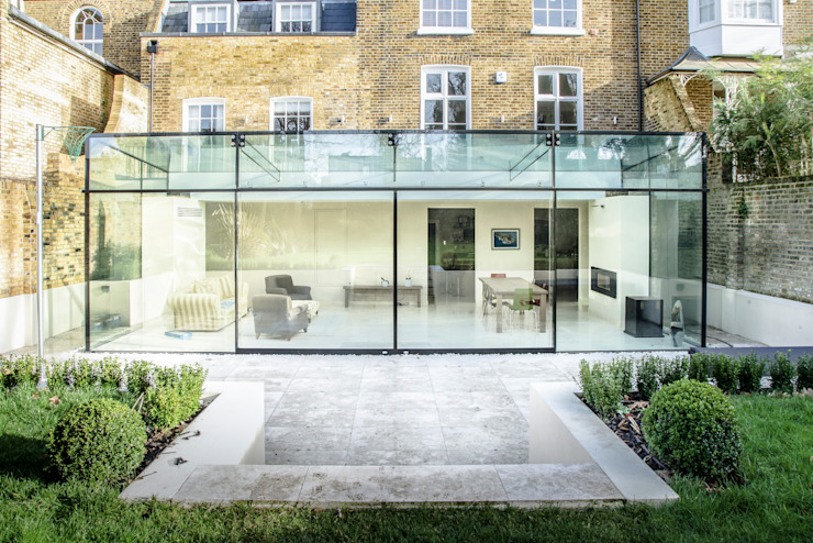 Barnes, Londres : Culmax Glass Box Extension Modern conservatory by Maxlight Modern