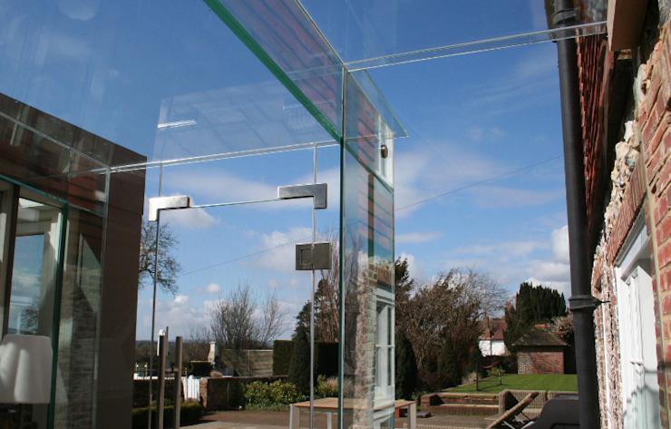 Porte en verre dans la passerelle en verre Maisons modernes par Ion Glass Verre moderne