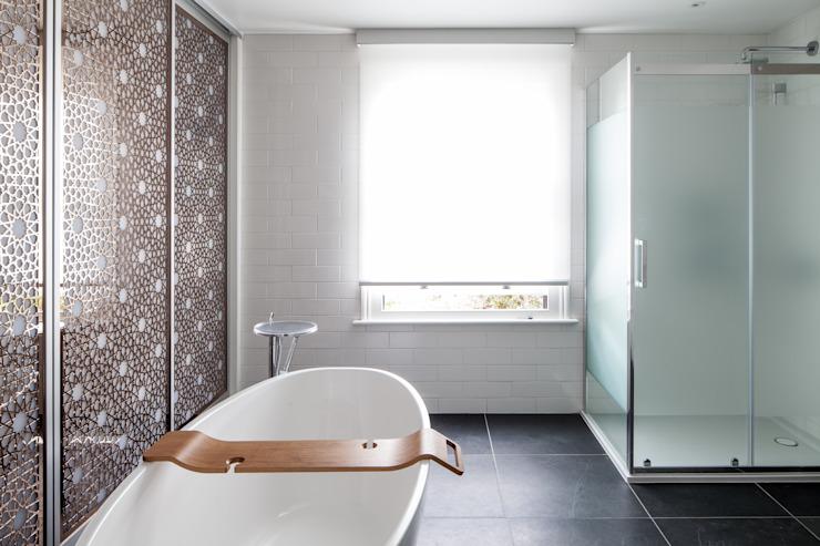 Salle de bains moderne par Red Squirrel Architects Ltd Modern