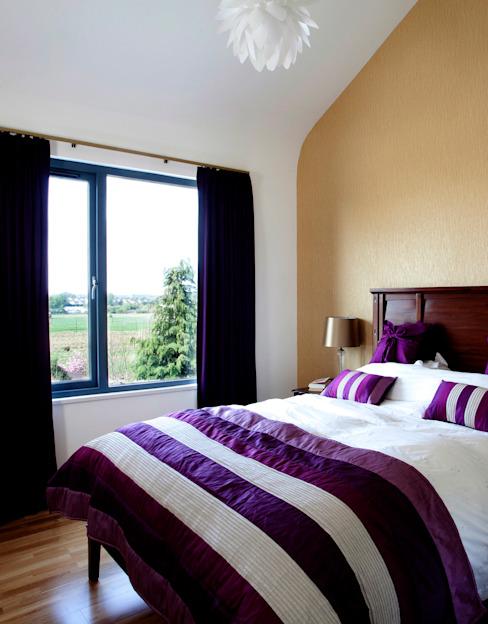 Chambre à coucher principale Chambre à coucher de style moderne par ROEWUarchitecture Modern Wood Wood effect