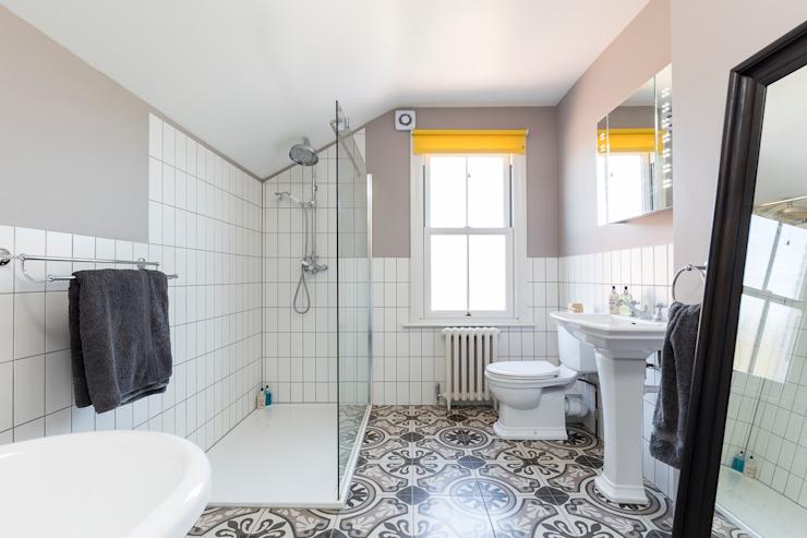 Victorian Terrace, Hither Green, salle de bain de style classique Lewisham par Model Projects Ltd Classic