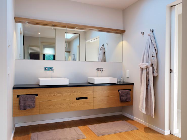 Salle de bains Salle de bains moderne par Baufritz (UK) Ltd. Moderne