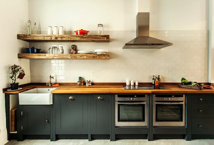 W10 Cuisine par British Standard Cuisine de style rustique par British Standard par Plain English Rustic Wood Effet bois