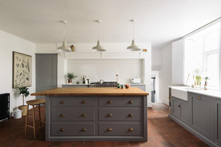 The Cheshire Townhouse Kitchen de deVOL : cuisines rustiques de deVOL, effet bois rustique
