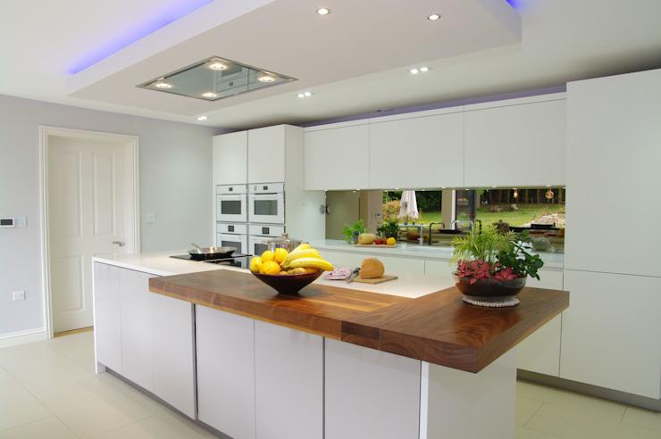Luxueuse cuisine blanche de PTC Cuisine moderne de PTC Cuisine moderne
