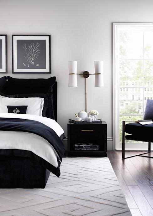 SS16 Style Guide - Collection monochrome raffinée - Chambre à coucher : moderne par LuxDeco, Moderne