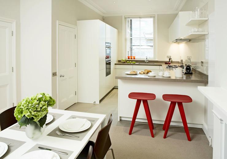 Petite cuisine en forme de U Cuisine moderne par Elan Kitchens Modern