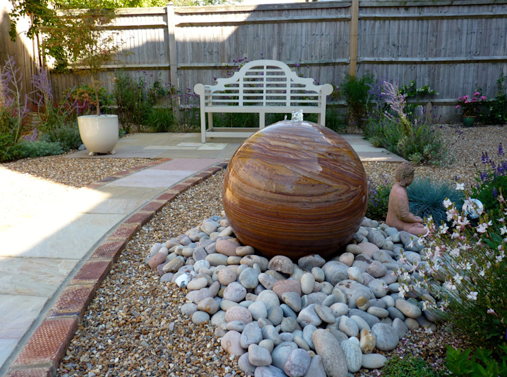 Serene Gravel Garden Jardin moderne par Cornus Garden Design Modern