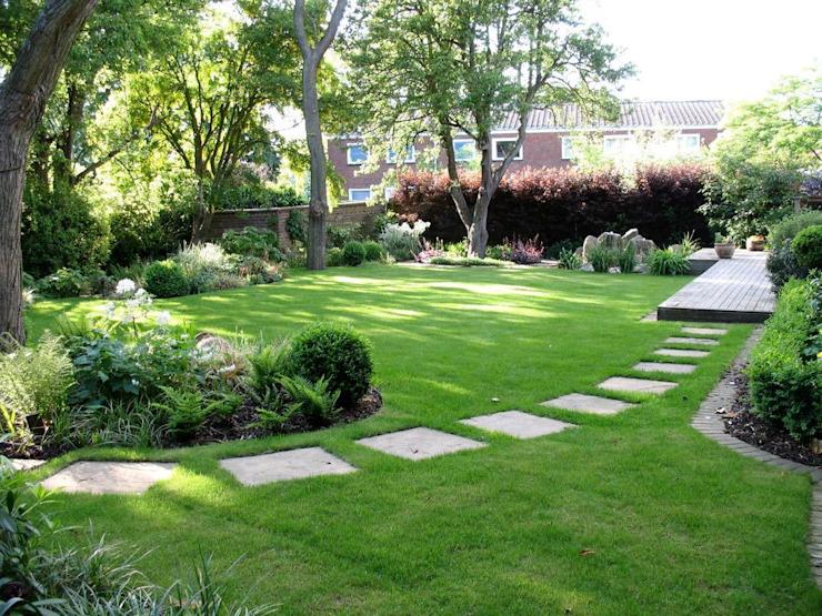 Jardin familial ombragé Jardin moderne par Louise Yates Garden Design Modern