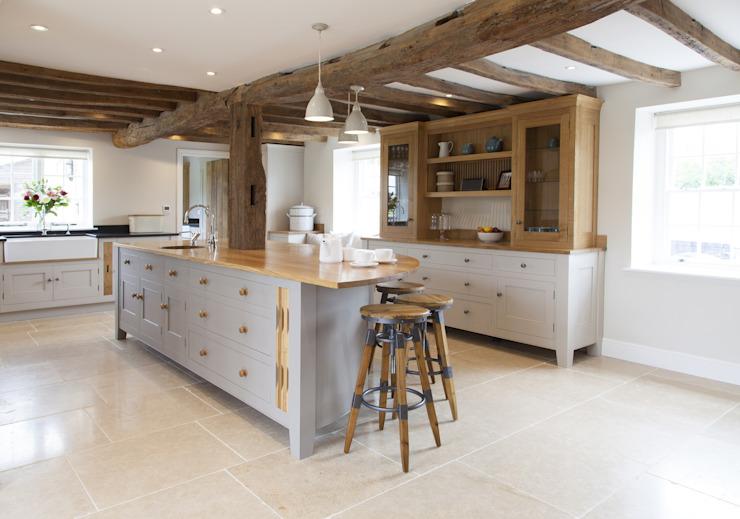 Vieil anglais - Projet de cuisine sur mesure dans le Cambridgeshire Cuisine de style rustique par Baker & Baker Rustic