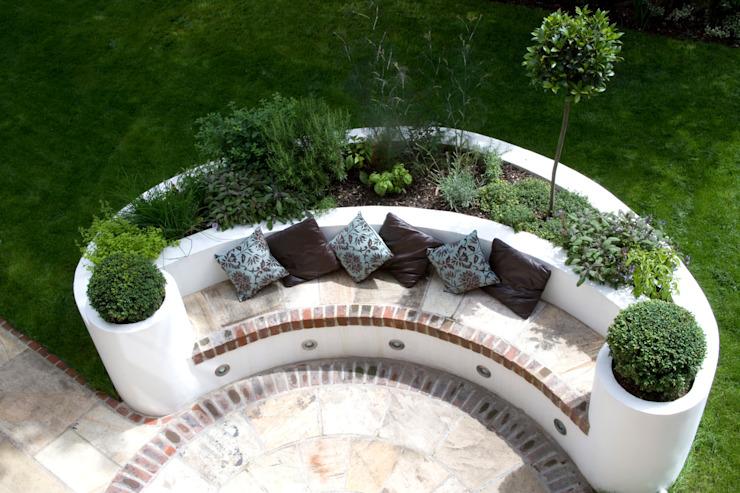 Jardin de style méditerranéen à lit surélevé par Earth Designs Mediterranean