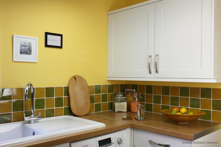 Carrelages muraux verts et jaunes | Murs et sols de style traditionnel de la gamme Country par Deiniol Williams Ceramics Country Ceramic