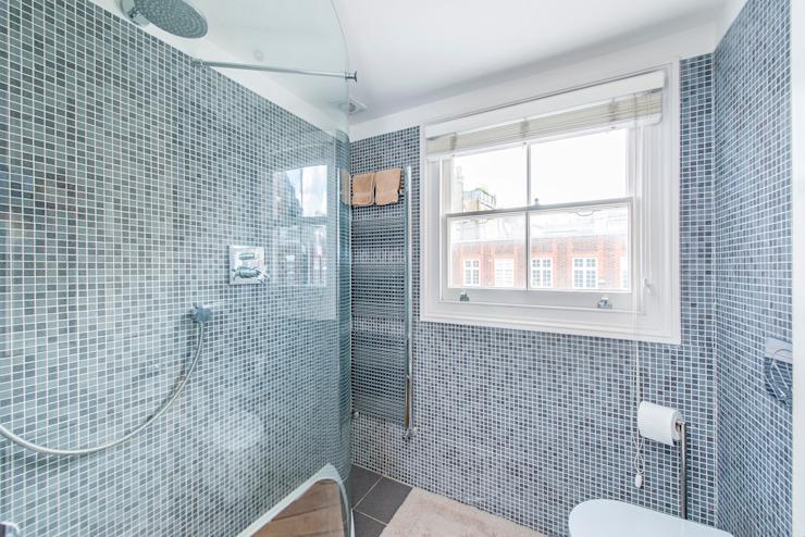 Salle de bain Salle de bain moderne par Prestige Architects Par Marco Braghiroli Modern