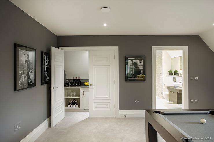 Maison familiale dans la salle médiatique de Winchester, style Sleepers Hill Classic, par Martin Gardner Photography Classic