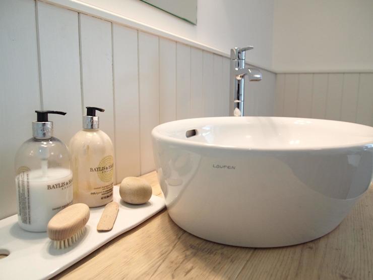 Salle de bain de style campagnard Salle de bain de style campagnard par DeVal Bathrooms Country