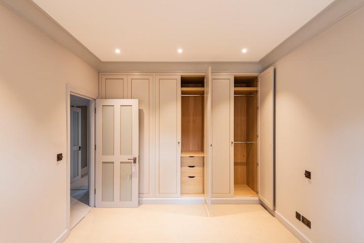 Duplex à trois étages - chambre à coucher de style Chelsea Classic par Prestige Architects Par Marco Braghiroli Classic