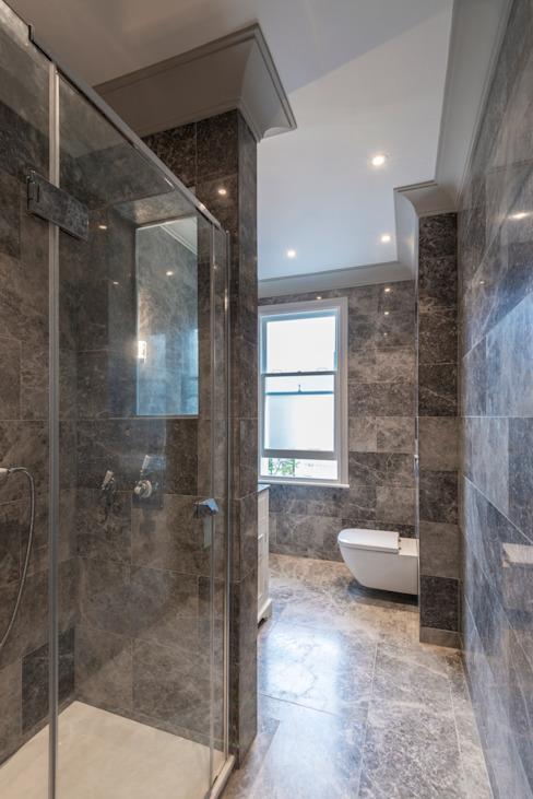 Salle de bains moderne en marbre Salle de bains de style classique par Prestige Architects Par Marco Braghiroli Classic