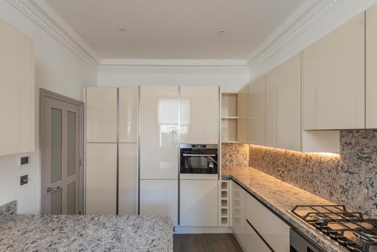 Duplex à trois étages - Cuisine de style Chelsea Classic par Prestige Architects Par Marco Braghiroli Classic