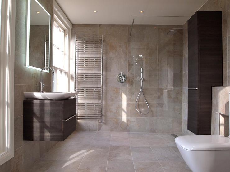 Salle de douche exquise Salle de bains moderne par DeVal Bathrooms Modern