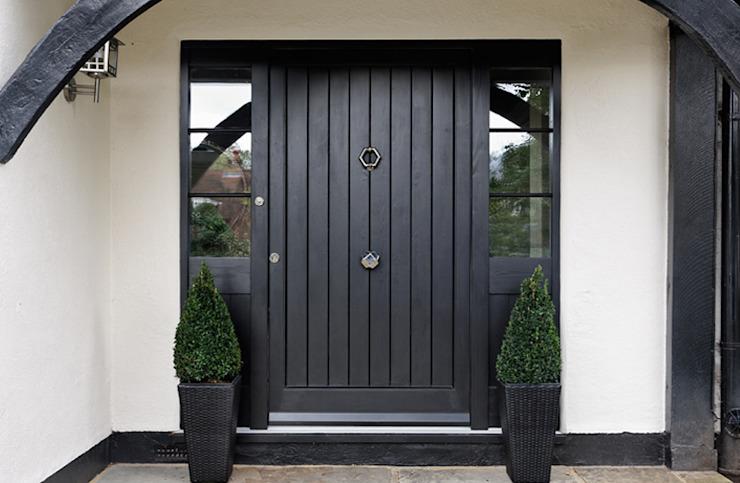 Porte d'entrée Maisons de style classique par K-Tribe Studió Classic