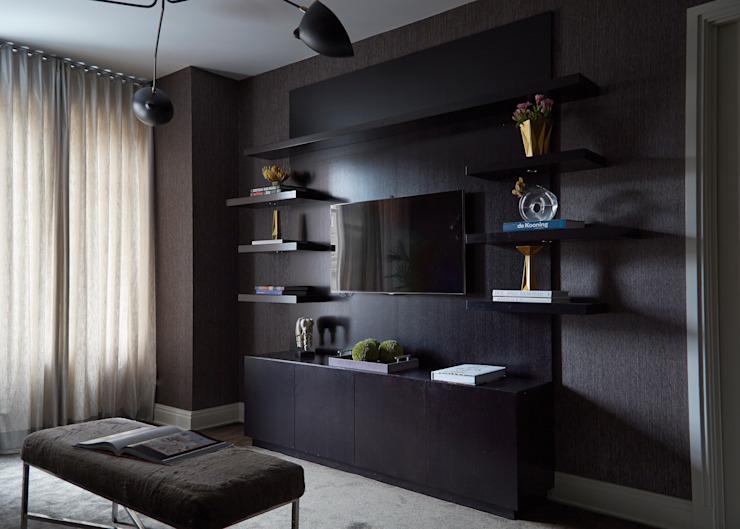 New York City Family Home Salle médiatique moderne par JKG Interiors Modern