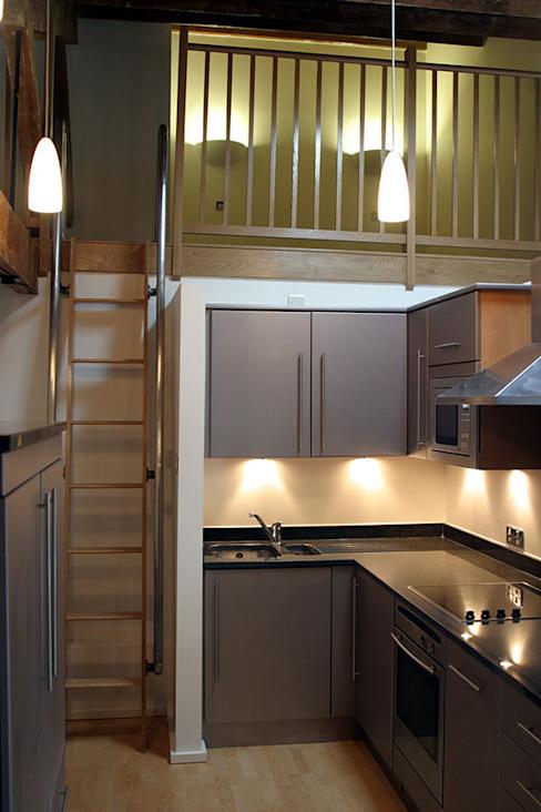 Appartement d'entrepôt Cuisine de style classique par 4D Studio Architectes et décorateurs d'intérieur Classique