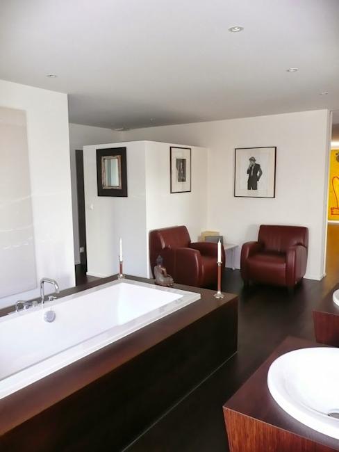 Appartement à Zurich Salle de bain de style éclectique par 4D Studio Architectes et décorateurs d'intérieur éclectiques
