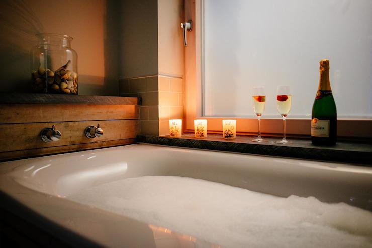Treasure House, Polzeath | Cornwall Salle de bain de style rustique par Perfect Stays Rustic
