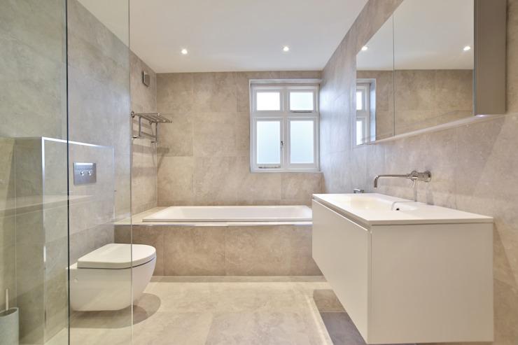Étude de cas : Surrey Salle de bains moderne par BathroomsByDesign Retail Ltd Modern