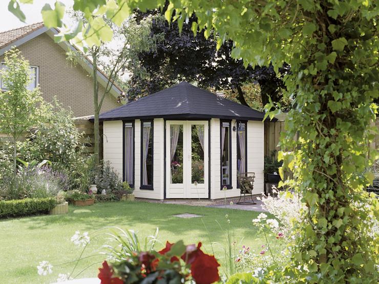Fifth Avenue Modern 2 Bureau/étude de style classique par Garden Affairs Ltd Effet bois classique