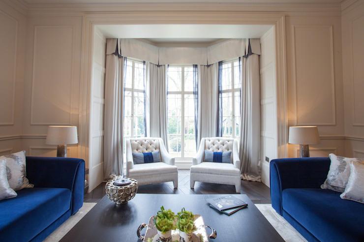 Splendeur géorgienne restaurée avec des indulgences modernes Salon de style classique par Design by UBER Classic