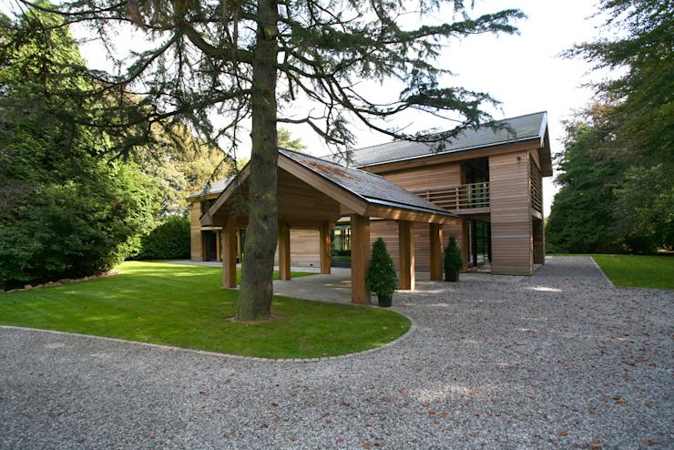 Maisons de style éclectique en bois de cèdre par Tye Architects Eclectic
