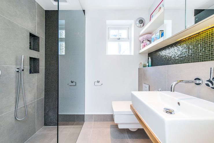 Salle de bain Salle de bain moderne par homify Modern
