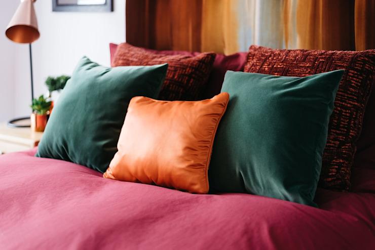 Coussins de la chambre principale Chambre à coucher de style moderne par Katie Malik Interiors Modern