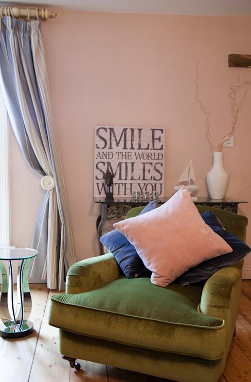 Conversion d'une ferme Salon de style éclectique par Designs for Living de Claire Beckhaus Eclectic