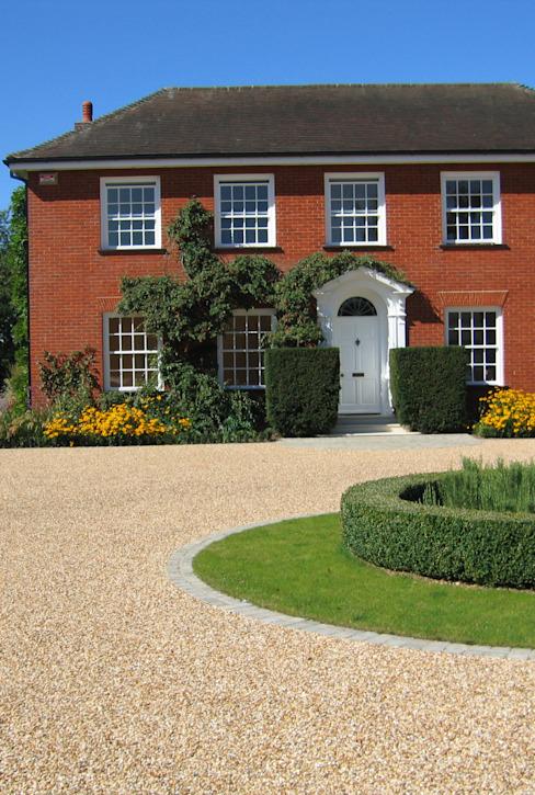 Balayage de l'allée Jardin de style champêtre par Paul Dracott Garden Design Country