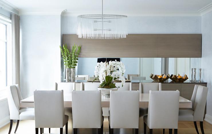 New York City Family Home Salle à manger de style classique par JKG Interiors Classic Bois massif multicolore